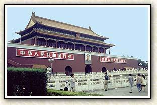 ... l imposant portrait de Mao, devant lequel de nombreux chinois viennent  fièrement prendre la pose pour la photo... Si vous vous trouvez dans les  parages ... 6bd62e04ae2